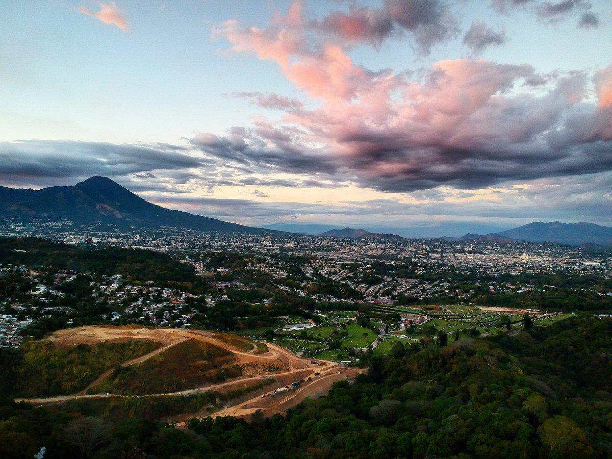 Tarde de domingo en #SanSalvador #djidrone #djispark #ElSalvador #centroaméricapic.twitter.com/d0Iu6Ugj68