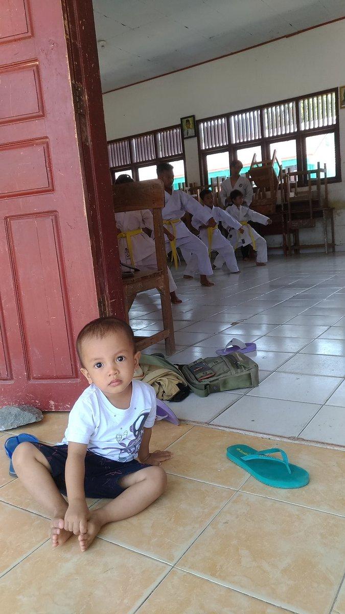 menemani mamas karate.. pic.twitter.com/I9IPhmxUbK