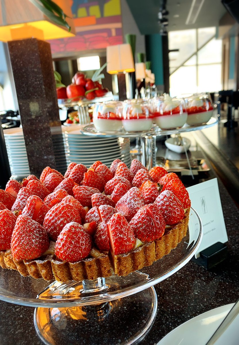 New York Grill is now offering strawberry sweets for our lunch dessert buffet. Which will you try first, a tart or a panna cotta? Why not both?  #parkhyatttokyo #newyorkgrill #lunchtime #dessertbuffet #strawberry #luxuryispersonal <br>http://pic.twitter.com/goqNFXutTi