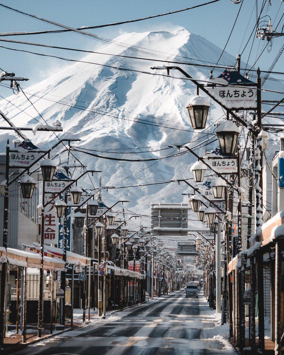 今年に入ってからは初雪となる富士吉田から400mmで臨む山肌のディテールも圧巻