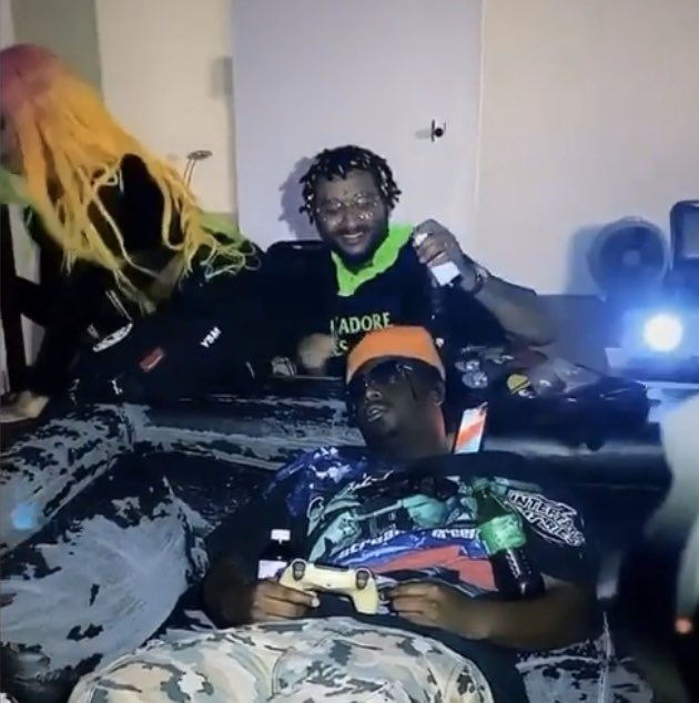 Chxpo using my butt as a prop in a video while I stare at anime pictures on my phone 😭