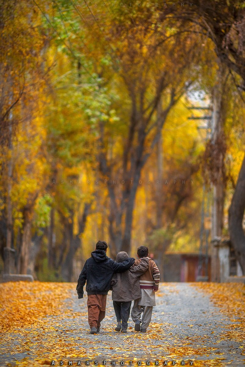 Autumnal Streets of Barah Village, Khaplu Valley, Baltistan  Mark this place fot Autumn this year  #Pakistan #BeautifulPakistan #asmarsphotography #visitPakistan