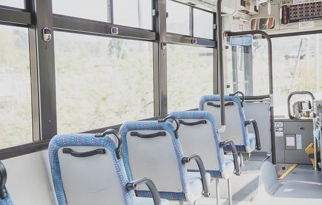 【公然わいせつ容疑】全裸でバスに乗り込み無言で着席、34歳無職の男を逮捕 神戸運転手が「全裸の男が乗り込んできた」と通報。当時、バスには20~30人の乗客がいたという。