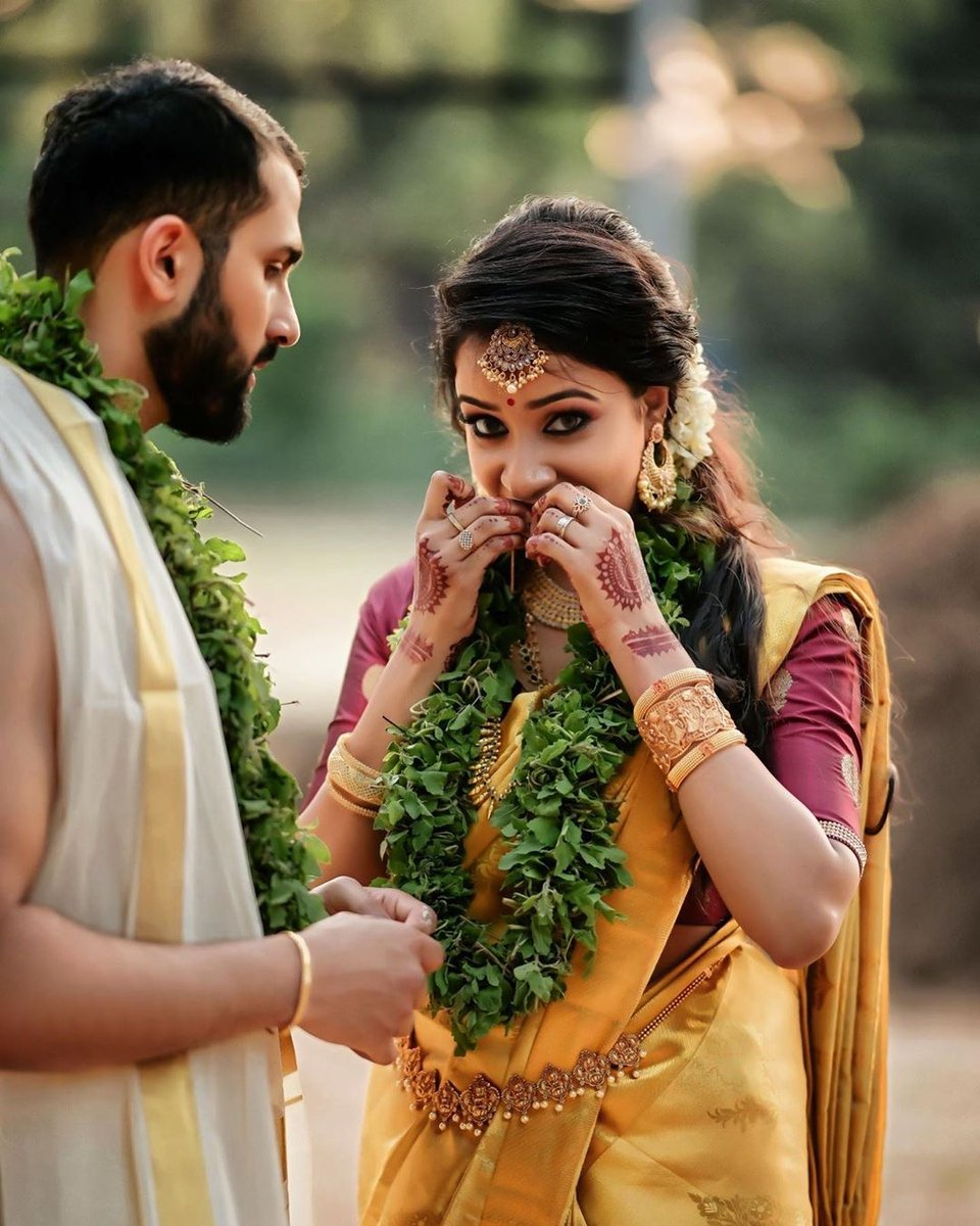 Candid  Photo @weddingbellsphotography #keralabride #bridalmakeup #bridalhair #keralaweddingstyles #brideandgroom #bridaljewelry #bridaldiaries #keralawedding #bridesofindia #weddingtrends #photography #kerala #mallu #bridalswag #perfectwedding #perfectweddinghubpic.twitter.com/ktRsxss8qX