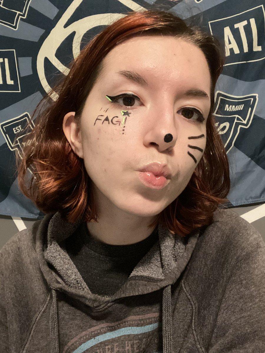 just did my makeup feelin cute <3<br>http://pic.twitter.com/J8lWJhahoi