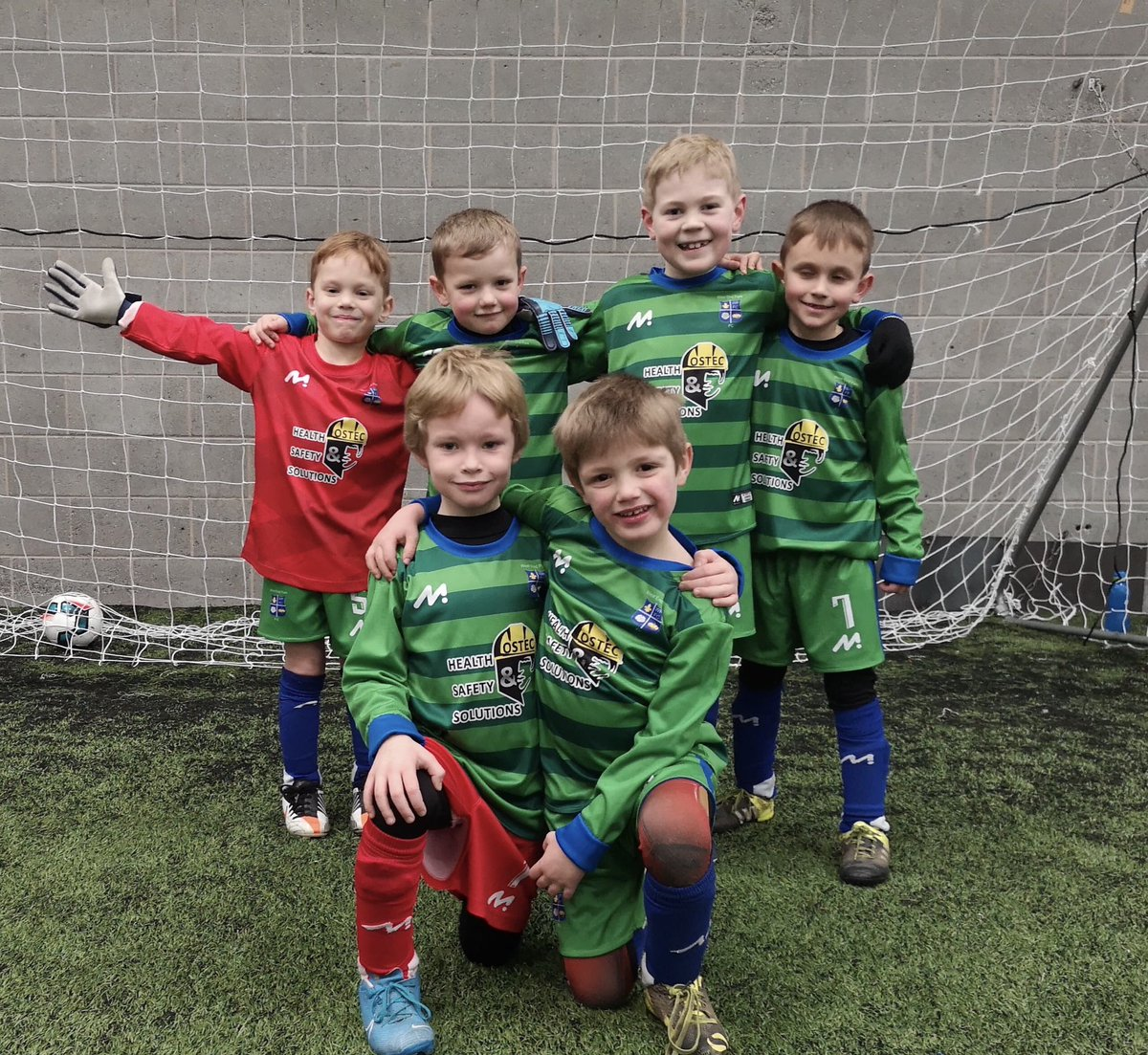 #Shoutout to Westendpark Titans, a newly formed team, showing off their new kit.   Sign up for 21 Days of Positivity https://bit.ly/2MqpKVo   #GrassrootsFootball #WeOnlyDoPositive #21DaysOfPositivepic.twitter.com/x6PqokU5tI