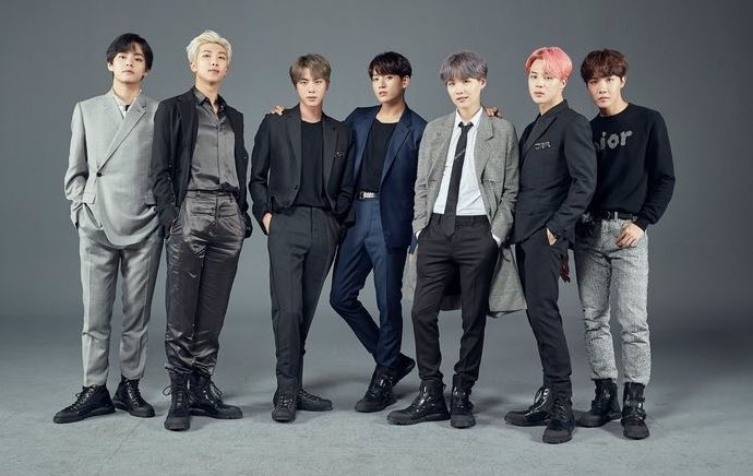 """. @BTS_twt hold the record of the most #1's on iTunes Singles for a korean act with """"Black Swan"""" with 97.  #RM holds the record of the most #1s on iTunes Albums for a korean act with """"mono"""" with 91. <br>http://pic.twitter.com/JVreLIYVOt"""