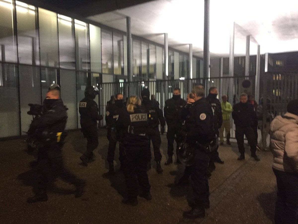 test Twitter Media - RT @CGville: #BacBlanquer Bac sous surveillance policière ! #LycéesEnGrève  #Bacatastrophe https://t.co/naK75mirYl