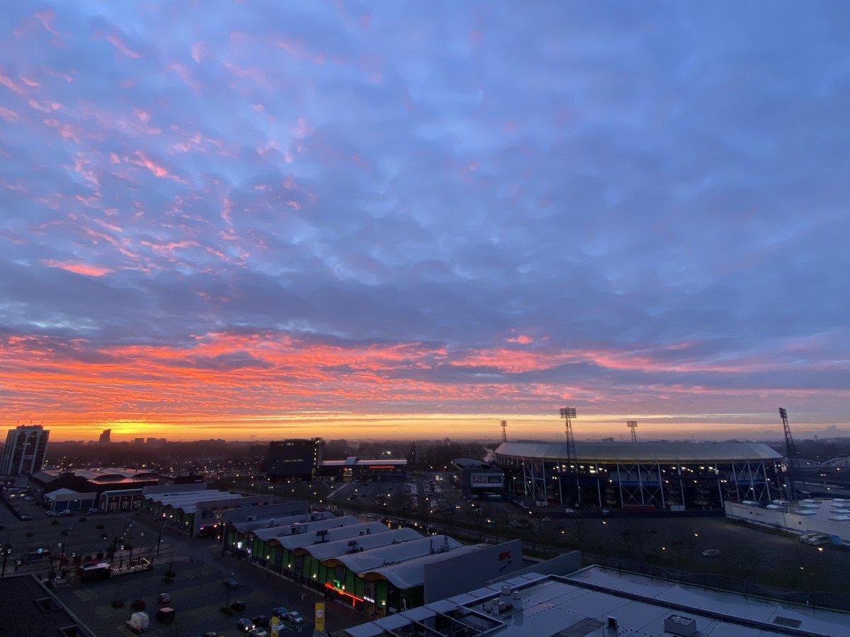 test Twitter Media - Goedemorgen Rotterdam! 🌅  #BlueMonday https://t.co/BOpH9OOHZg