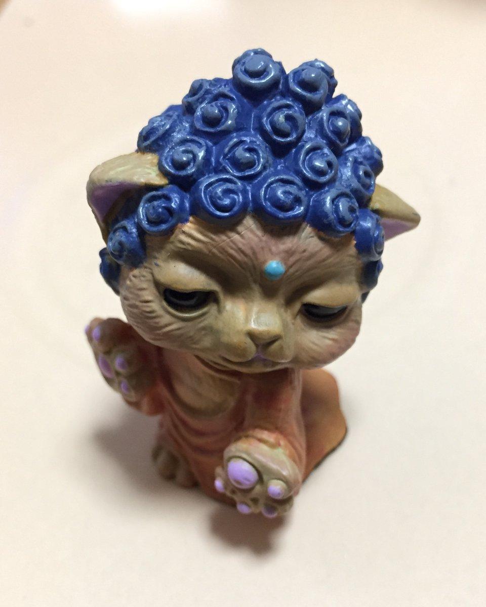 昨日無事終了した『 #WonderfulWorld ! 展』、ご一緒に展示させていただいた #三条獅子有忠 さんご夫妻に話題のガシャポン『ねこ如来』様を頂いてしまいました!我が家の御神体が増えた!!(身長5cm)pic.twitter.com/8vK4Bo8ZoZ