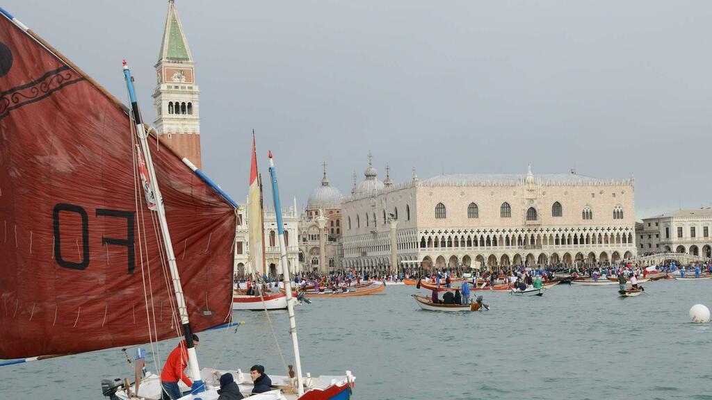 Sfilata di 200 barche in bacino San Marco: «Il mo...