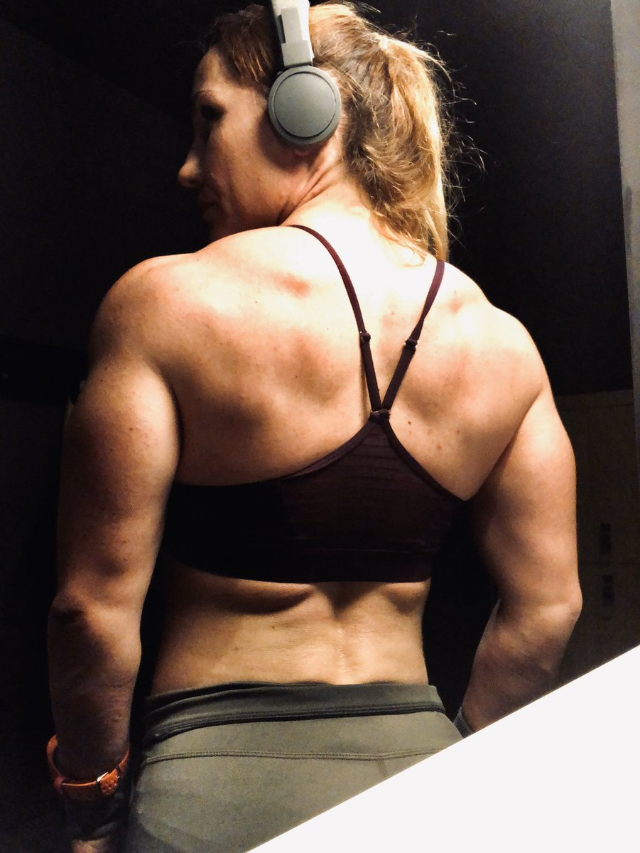 What is courage? To get up on Monday after 1.37h of sleep, show up at the gym and say - well, if I die, I die, but I'll lift what the plan say. Happy Monday peeps #powerlifting #strengthtraining #squats #deadlifts<br>http://pic.twitter.com/U9E94rhS6S