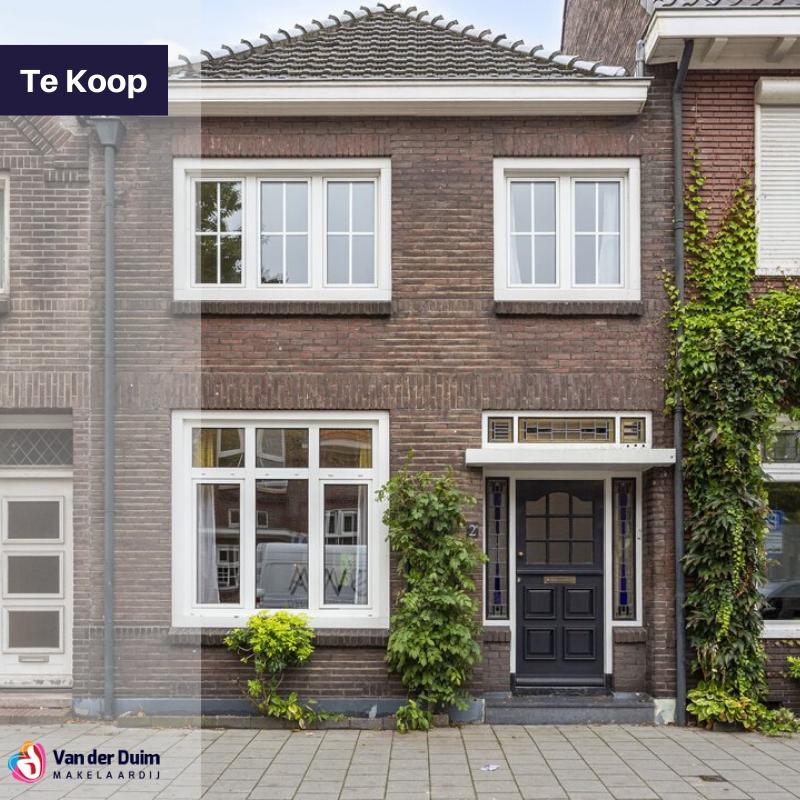 Op zoek naar een jaren 30 woning? Deze woning is uitgebouwd en heeft een dubbele vrijstaande garage én een zonovergoten tuin met veel privacy! Meer info:  of bel: 0492 - 548 935. 📞 #VDDM #Makelaar #droomhuis #tekoop #verhuizen #Eindhoven #Helmond