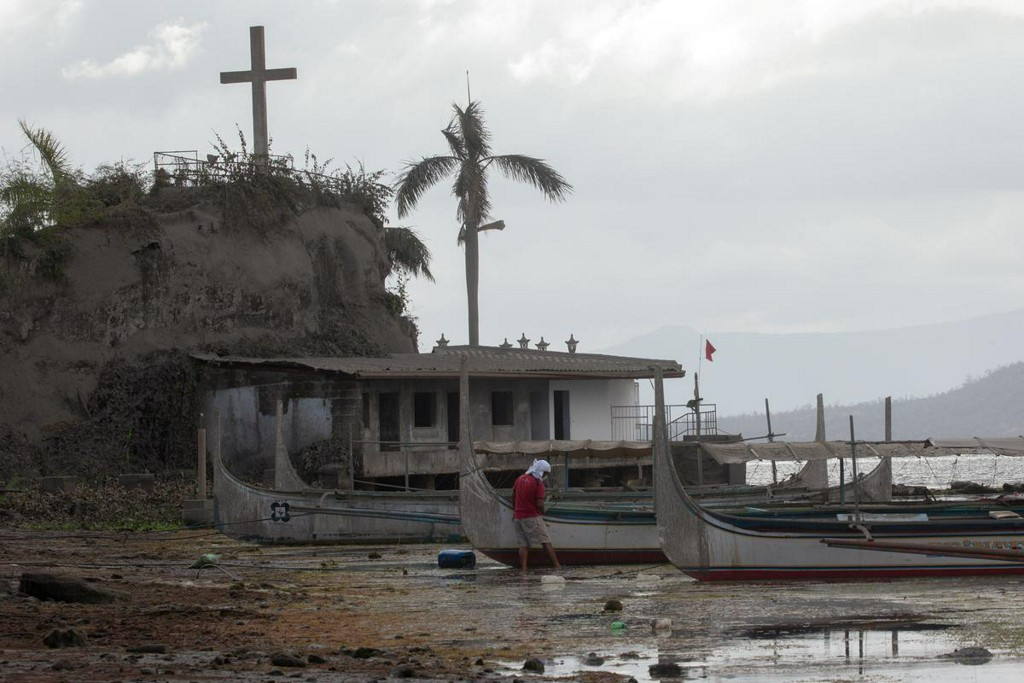 Philippine volcano recharging, scientist says, as shops, hotels told to keep shut https://reut.rs/2TECGeB