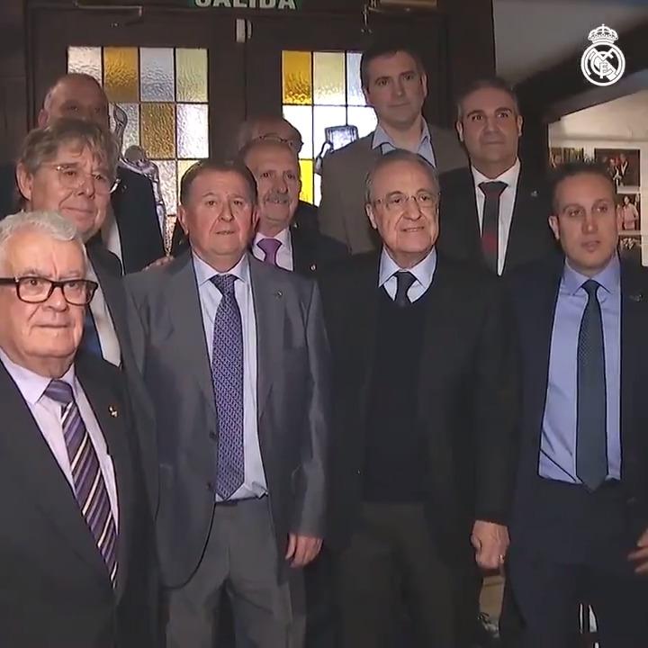 🤝📸 Florentino Pérez acudió al XXIII aniversario de la Federación de Peñas Madridistas de la Comunidad de Madrid.  #RealMadrid