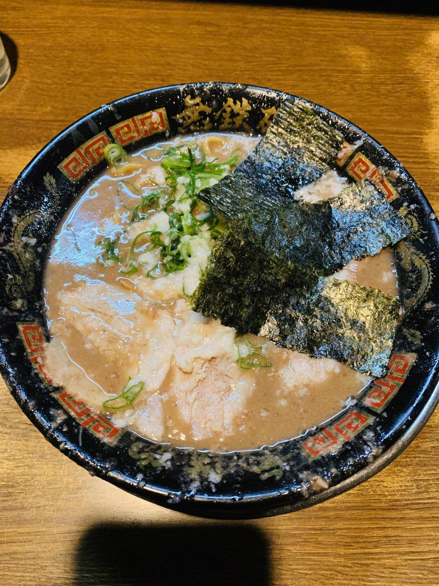 久世日記『無鉄砲 大阪本店@大阪市浪速区』のブログを更新。毎年1月に更新を続けている無鉄砲大阪店。行く頻度は年1回では当然なく、今でも頻繁に通う僕の麺巡りの原点と言えるお店。ほぼ変わりませんが年ごとのド豚骨の変遷も見ていただければ!#無鉄砲 #大阪ラーメン→