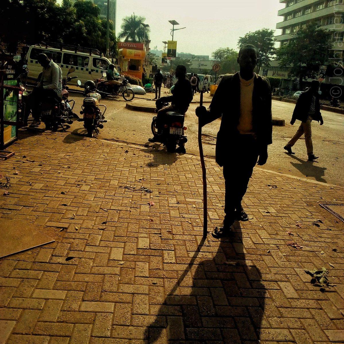 Life on the streets of Kampala. The morning photowalks .  . . . . . . Documentary #streetphotography #PhotoOftheDay  #EveryDayMotivationpic.twitter.com/ZWOVo75nIE