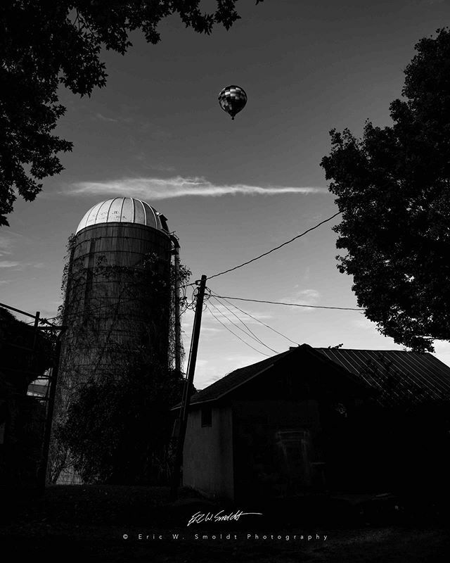 Hot Air Balloon Monochrome . . . . . #michigan, #themitten, #clouds, #sky, #canon, #canonphotography, #eos, #ericsmoldt, #ericsmoldtphotography, #blackandwhite, #bw, #monochrome, #bnw, #blackandwhite, #bnw_captures, #bnw_detaillovers, #bnw_fanatics,  #bn… https://ift.tt/2ukyaaMpic.twitter.com/802uHD4fwK