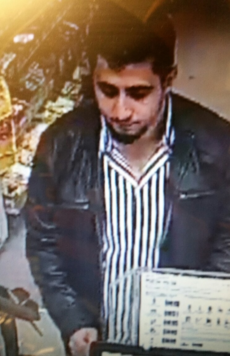 Police are appealing for witnesses following a distraction burglary at a shop on Sandbanks Road in #Poole on Wednesday 11th December 2019: (pictures via @dorsetpolice)<br>http://pic.twitter.com/8cnlBVnwD7