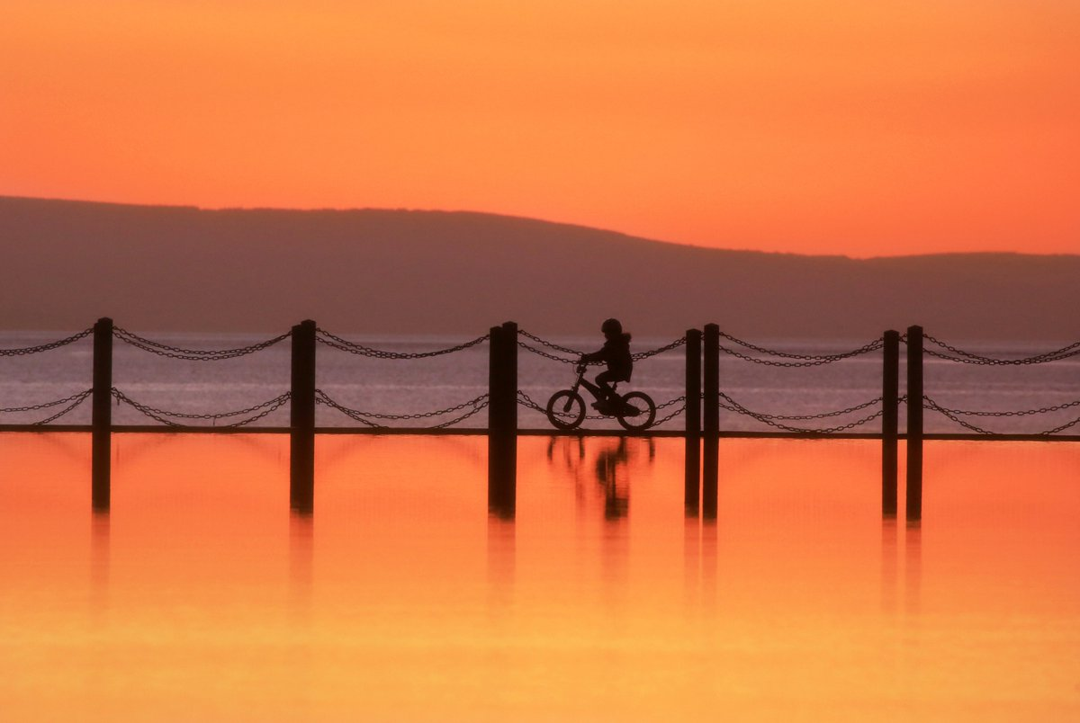 TANGERINE SUNSET Cycling on the water Marine Causeway Weston-Super-Mare @StormHour<br>http://pic.twitter.com/P7wggGCcIs