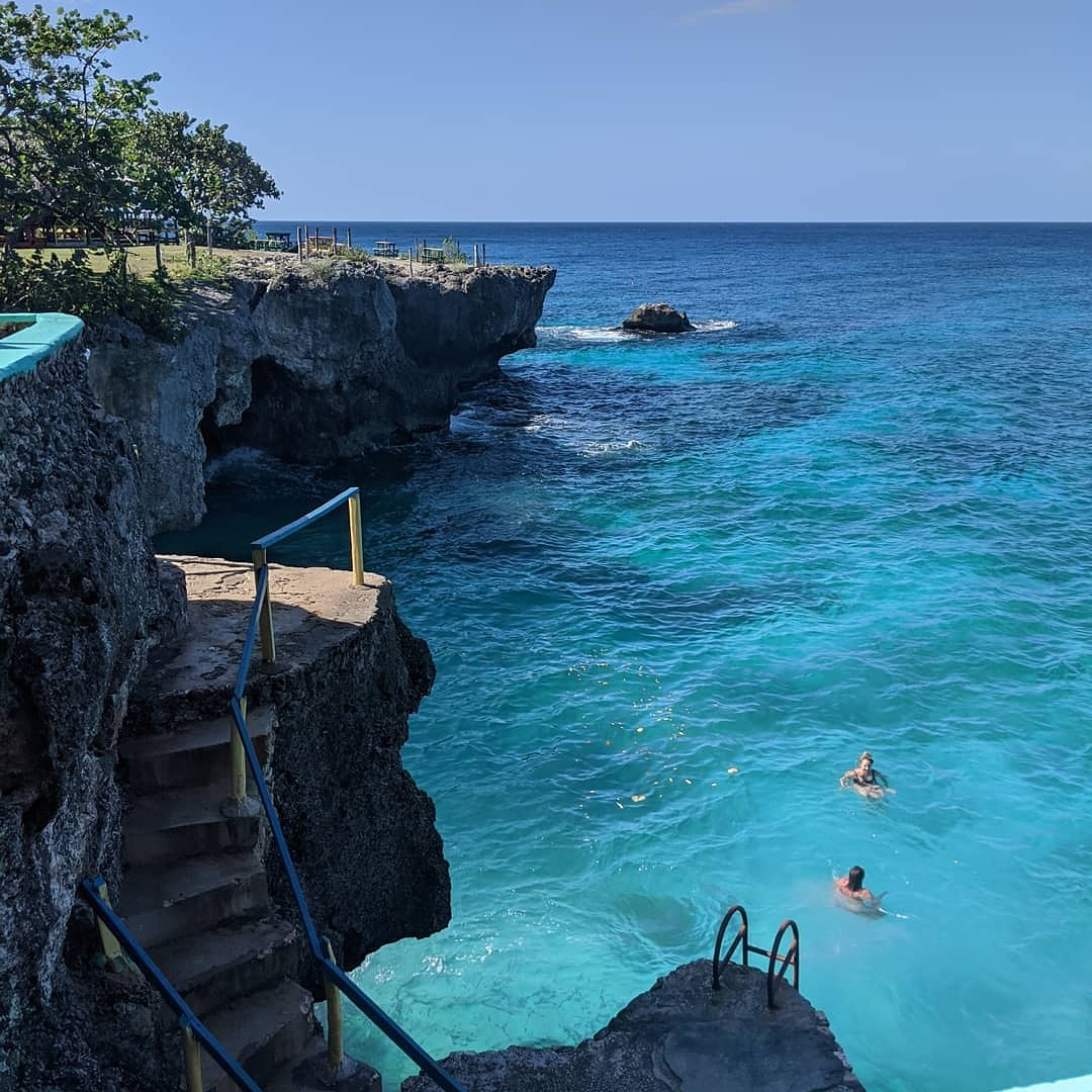 Our definition of Blue Monday  @a_fox_and_her_wolf  #negril #xtabi #jamaica #turqoisewater #cliffjumping#xtabiresort #xtabinegril #xtabi #vitaminsea #traveltrip #traveltribe #travelcommunity #travellingthroughtheworld #caribbeansea #places_wow #wonderfulworld #negriljamaicapic.twitter.com/YOQLkxBa1u – at Xtabi Resort