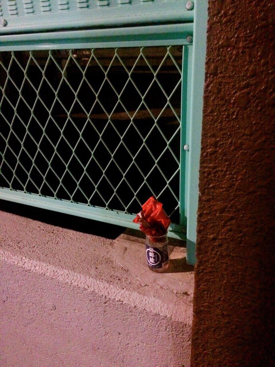 路上のワンカップに花が生けてあったので『蒲田もまだまだ捨てたものではないな』と思ったのですが、よく見るとゴミでした。