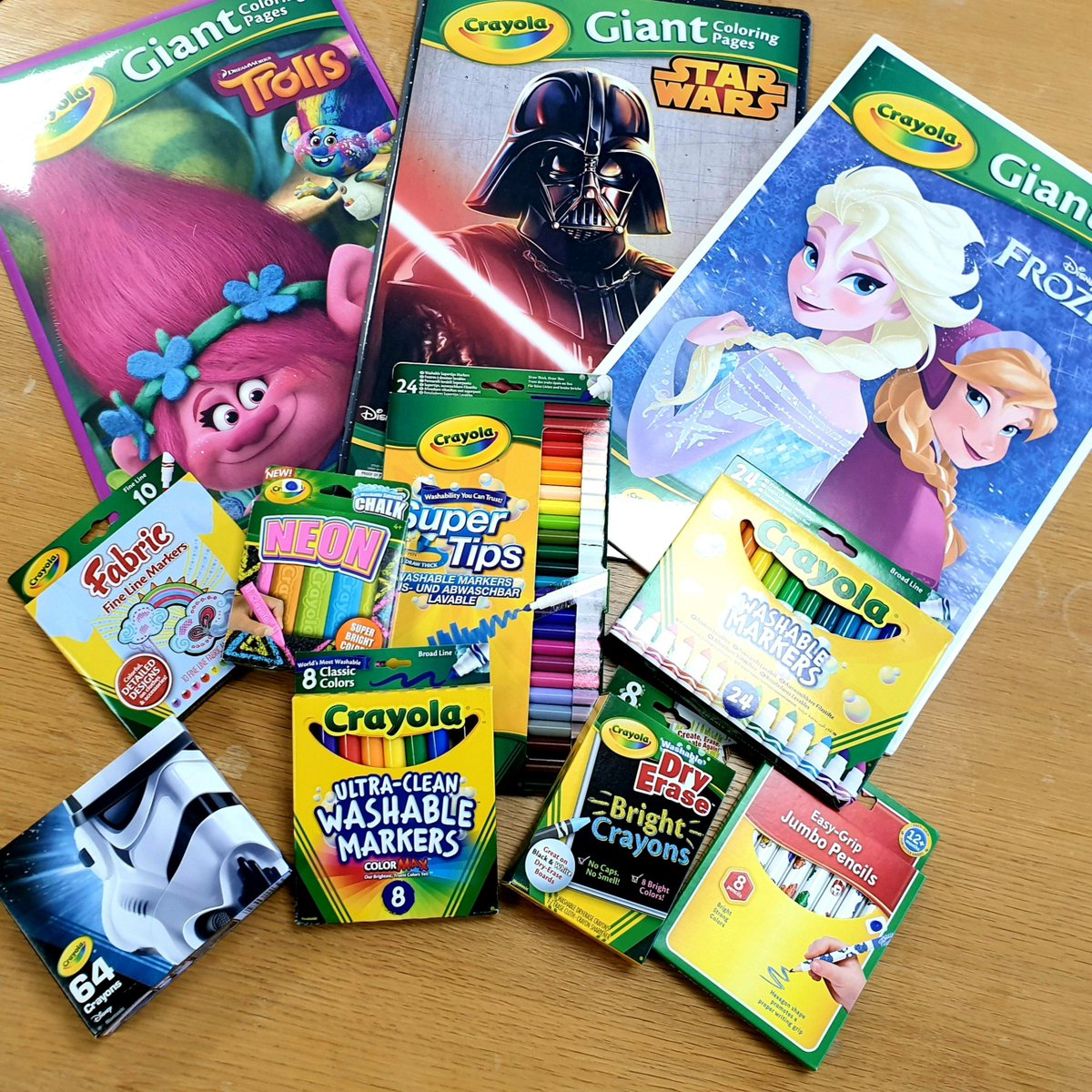 *COMPETITION ALERT* Make your #BlueMonday a little more colourful with Schoolreaders. One lucky person will #win this bundle of Crayola goodies! In order to win just LIKE this tweet, FOLLOW us and RETWEET. A winner will be picked at random on 03/02/2020 <br>http://pic.twitter.com/H5aOca4pnO