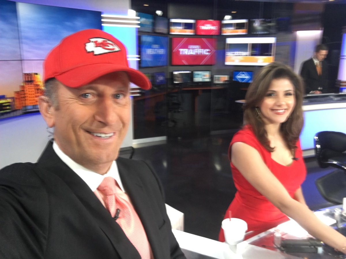 ⁦@ForganySarah⁩ wore KC Red, she knows my heart bleeds KC Red! Chiefs fan since 10yrs old They've ripped out my heart so many times, but ⁦@PatrickMahomes⁩ & #weapons give me hope! Chiefsnation #GoChiefs  ⁦#KCChiefs ⁦@traviskelce ⁦@cheetah⁩  #kens5 ⁦⁦pic.twitter.com/rZKWj5NhYu