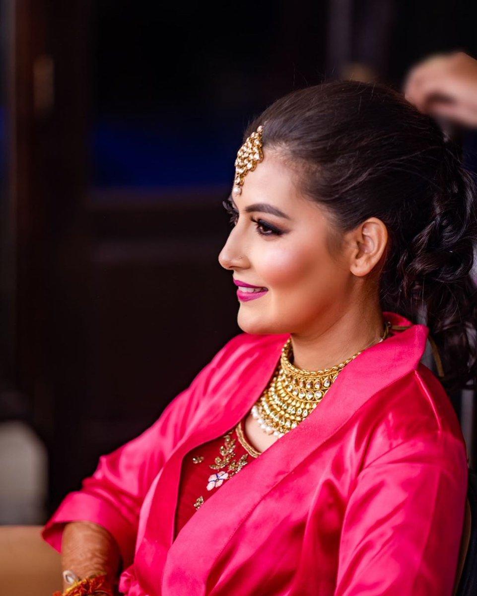 In the Making!http://www.sohnijuneja.com#wedding #weddingmakeup #mua #makeup #bridalmakeup #bridalmakeupartist #makeupbysohnij #bridalmua #beautifulbride #bridesofindia #gorgeousebride #happybride #wedmegood #shaadisaga #morphe #makeupbyme #bridallook #weddingday #wedmegood