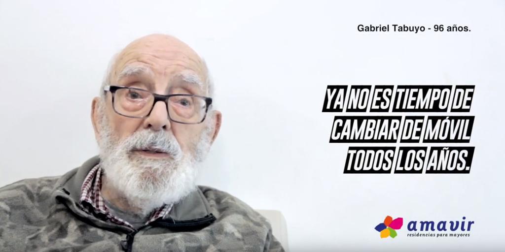"""test Twitter Media - 📱""""Ya no es tiempo de cambiar de móvil todos los años"""" Gabriel Tabuyo, de 96 años, suma su testimonio al resto de #PersonasMayores que han participado en la iniciativa #TiempoDeActuar de @GrupoAmavir 📹https://t.co/6SBHK7SsVC https://t.co/dWNg3BpwGK"""