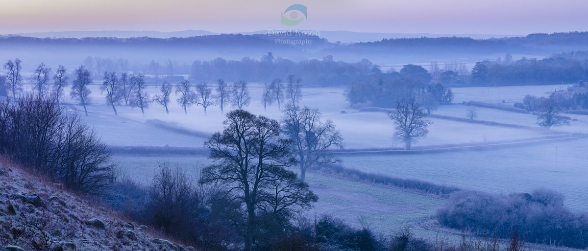 a misty, frosty winter's dawn yesterday morning overlooking The Gallup and Venn House near Milborne Port, Somerset. @CanonUKandIE  #liveforthestory pic.twitter.com/iWWGX7FoJn
