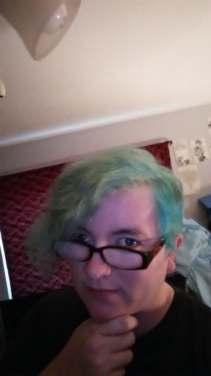 Guess who finally got blue hair? pic.twitter.com/cmlUWS1fKt