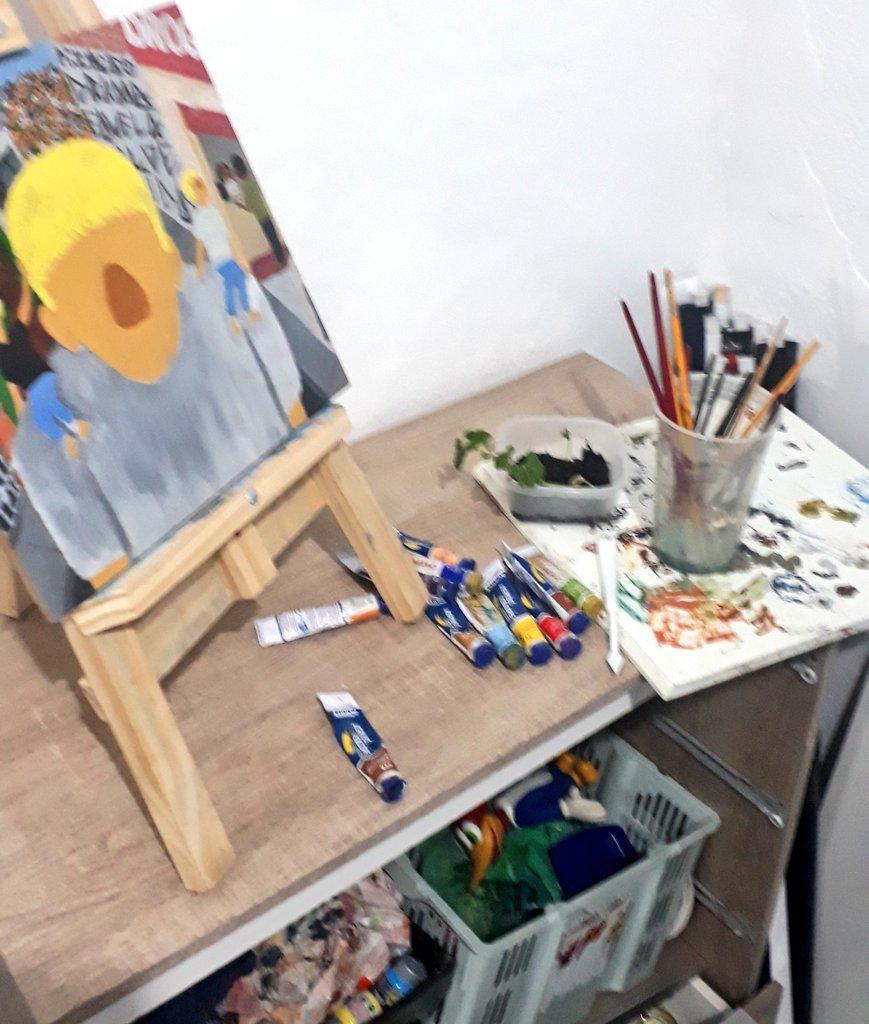 Mas para fazer uma explicação da minha pintura foi mais tranquila, mas preciso melhorar muito. pic.twitter.com/Qmn3CaMKss