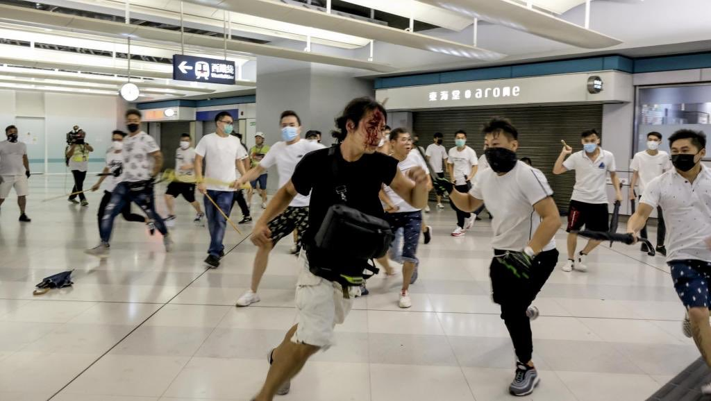 Every 21st of month, the mtr is closed. All HKers remember that the Hong Kong police cooperated with triads to attack the citizens #HongKongProtests <br>http://pic.twitter.com/FsiM8ZW3DZ
