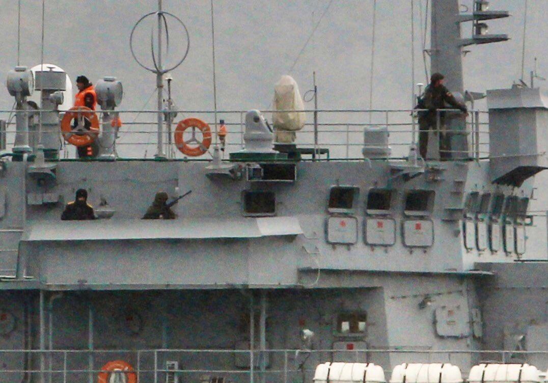 Lộ chuyến hàng nóng đầu tiên trong năm 2020 từ Nga tới Syria, lính bảo vệ dàn khắp - Ảnh 2.