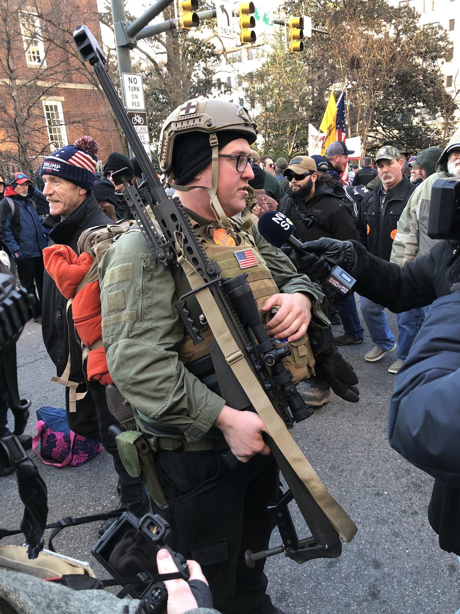 Во-первых, это красиво - мирный протест с Barrett .50 cal в руках