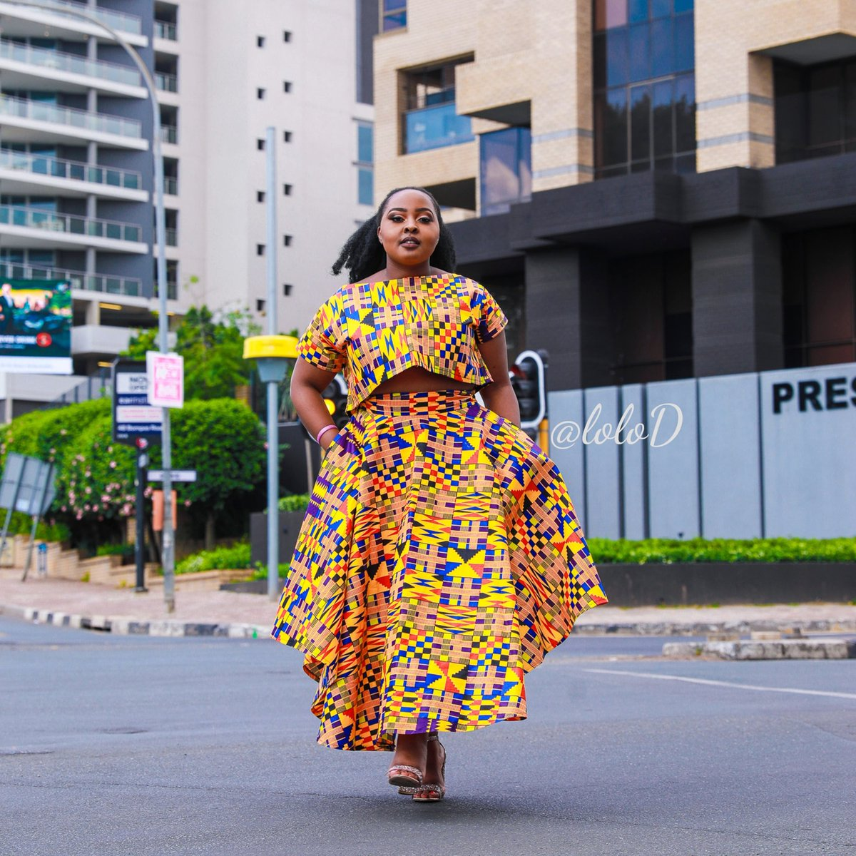 Her soul is fierce. Her heart is brave. Her mind is strong.  LoloD range available at YDE Sandton City and Mall Of Africa. Alternatively DM for oder #lolod #lolodcouture #africanprint #ankara #africanfashion #ankarafashion  #MondayMotivationpic.twitter.com/BlkjtqSc2t