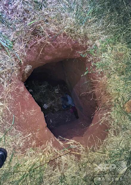 【脱獄】受刑者76人がトンネル掘って逃走 パラグアイ刑務所トンネルは所内トイレから延びており内部には照明も備えてあったという。事件により所長は解任され、看守数十人が逮捕された。