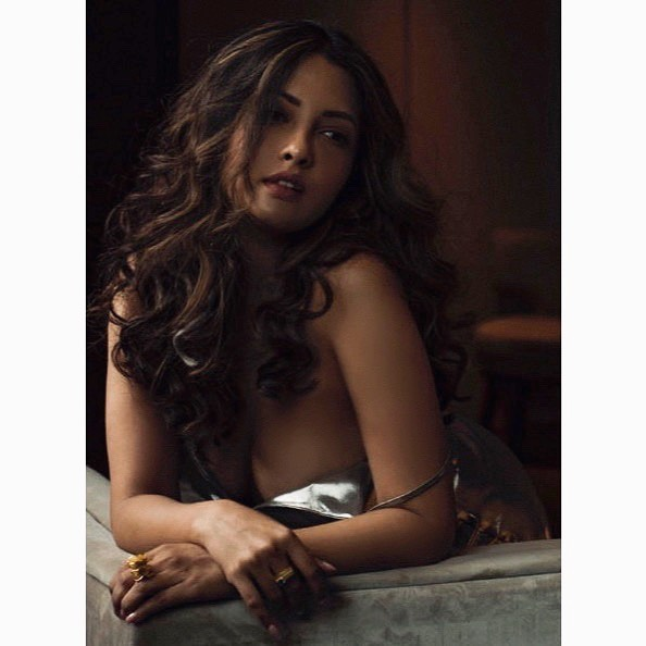 #RiyaSen exposes her #irresistible #curvesarebeautiful in #beautiful costume #Bollywood #BollywoodCelebs #bollywoodactress #bollywoodhot  #BollywoodStars #Actresshot #ActressAddicts  #gossipganjpic.twitter.com/Sct8jRIpDp