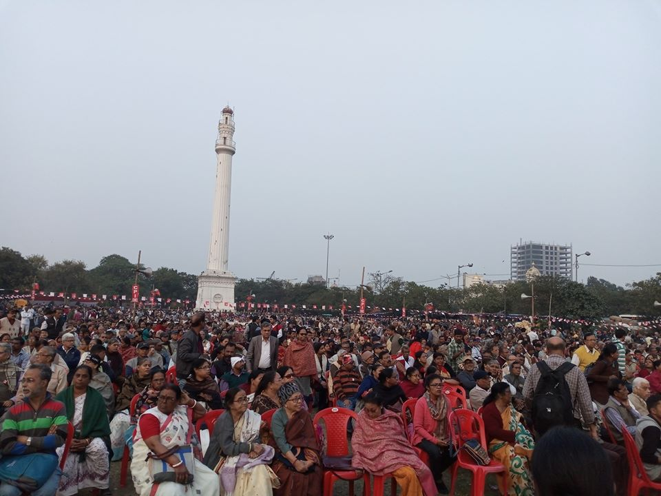 Thousands from various cross section of the society join the anti #CAA_NRC_NPR meeting at  Shaheed Minar premises  organised by the #Kolkata DC. The people of Bengal rejects the divisive agenda which infringes on the basic premise of our Constitution.  Thread+<br>http://pic.twitter.com/Xrtcn1Y3x5
