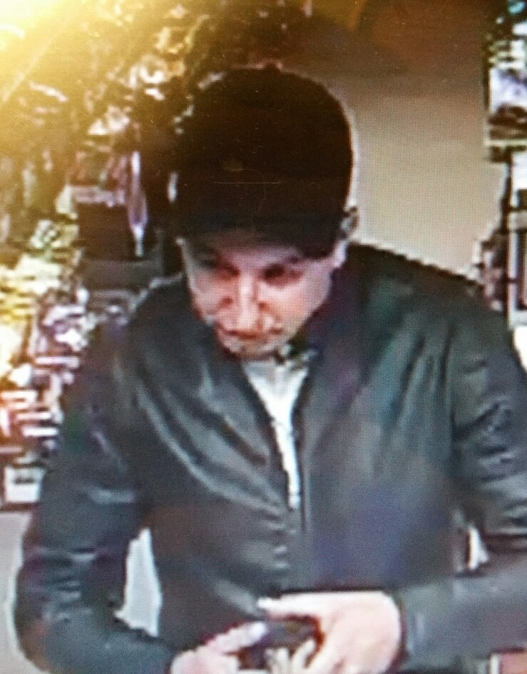 .@dorsetpolice are searching for two men after cash was stolen from a shop in Poole. They've published CCTV as they look into what happened at Court Stores on Sandbanks Road last month. #HeartNews<br>http://pic.twitter.com/h2lTVNslQv