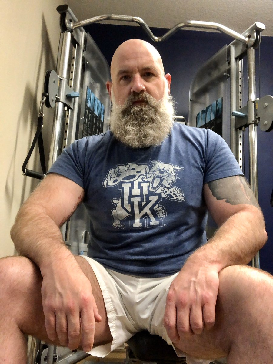 Hitting the hotel fitness center today. #fitness #muscle #musclebear #bearpaws #bear #beard #papathebear #superbear<br>http://pic.twitter.com/n1YG2frQUp
