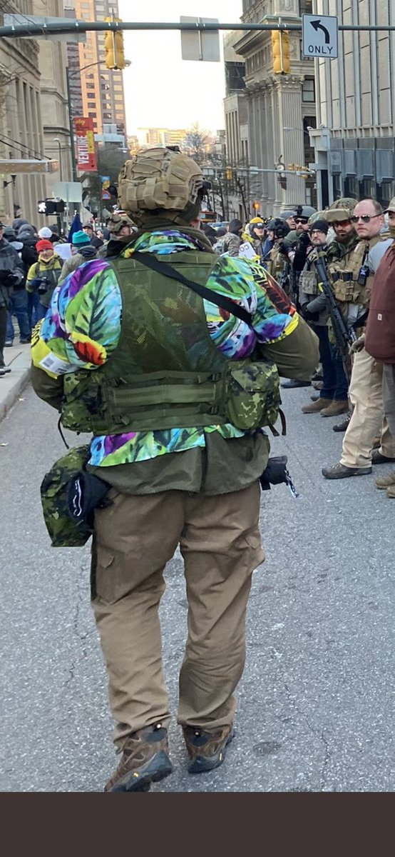 @ArkansasFred @drewmagary Pretty aggressive outfit even for a Jimmy Buffet concert
