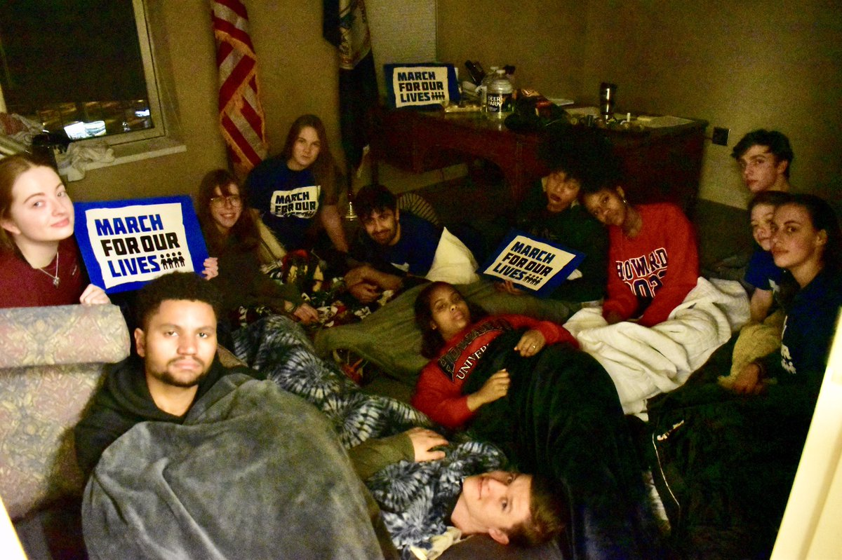 This is what patriotism looks like.  Last night, 13 March For Our Lives students travelled secretly to Richmond & slept overnight in the Capitol in order to avoid the white supremacists who threatened violence. We stand in solidarity with them today. #IStandwithVirginia<br>http://pic.twitter.com/g5xrnEizb1
