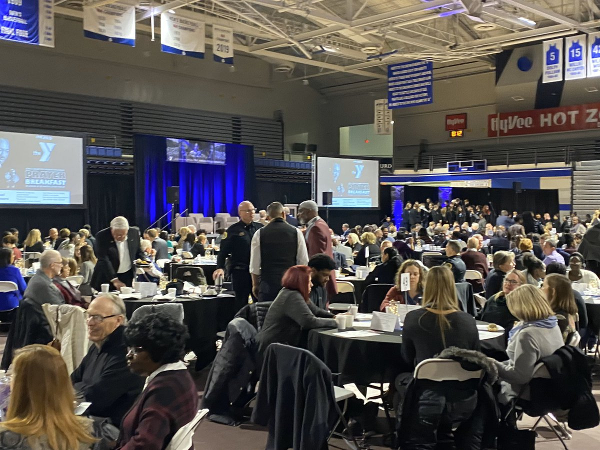 Had a wonderful experience celebrating MLK at the annual prayer breakfast at Drake University this morning. Let's deliver on Dr. King's vision of a guaranteed minimum income in 2020.  @joshuavbarr<br>http://pic.twitter.com/wgucluMJWi