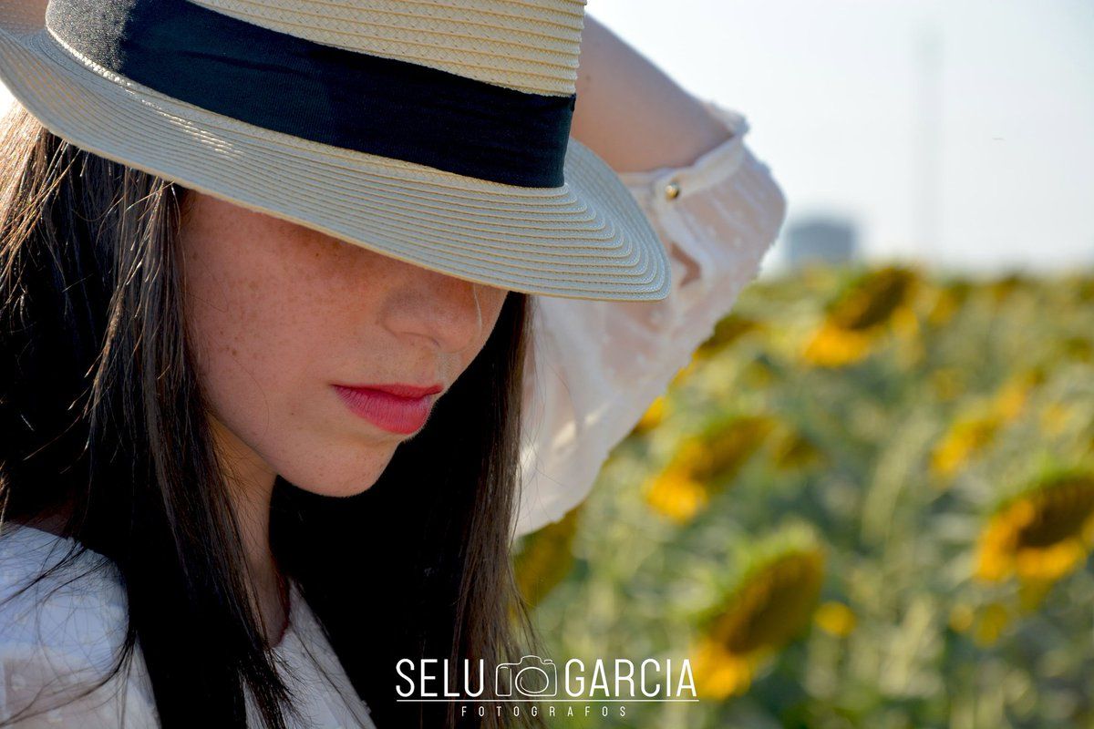 Hemos estado algo perdidos,pero ya estamos de vuelta. Un poco de sol para este día tan frío. #sevillahoy #andalucía #naturaleza #natura #girasoles #fotografia #photography #fotografiaartistica #fotografos #photographer #photobook #photooftheday #looklikefilm #igers pic.twitter.com/KyCyW8DPqz