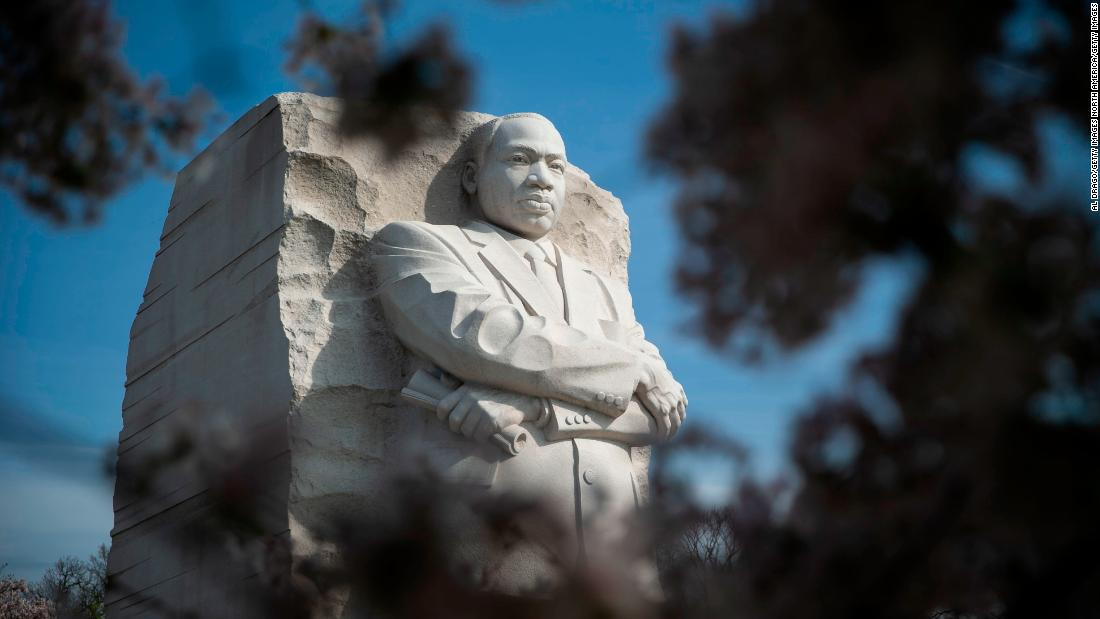 National Parks are free today in honor of Martin Luther King, Jr's birthday  https:// cnn.it/3amFzqx     <br>http://pic.twitter.com/a9W4Ykdsxp