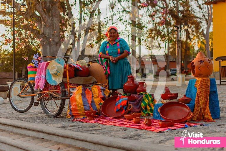 💚💙The true colors of Honduras, shows the beauty of the lenca culture. 💗💛🇭🇳 #VisitHonduras #Honduras #Travel #Art