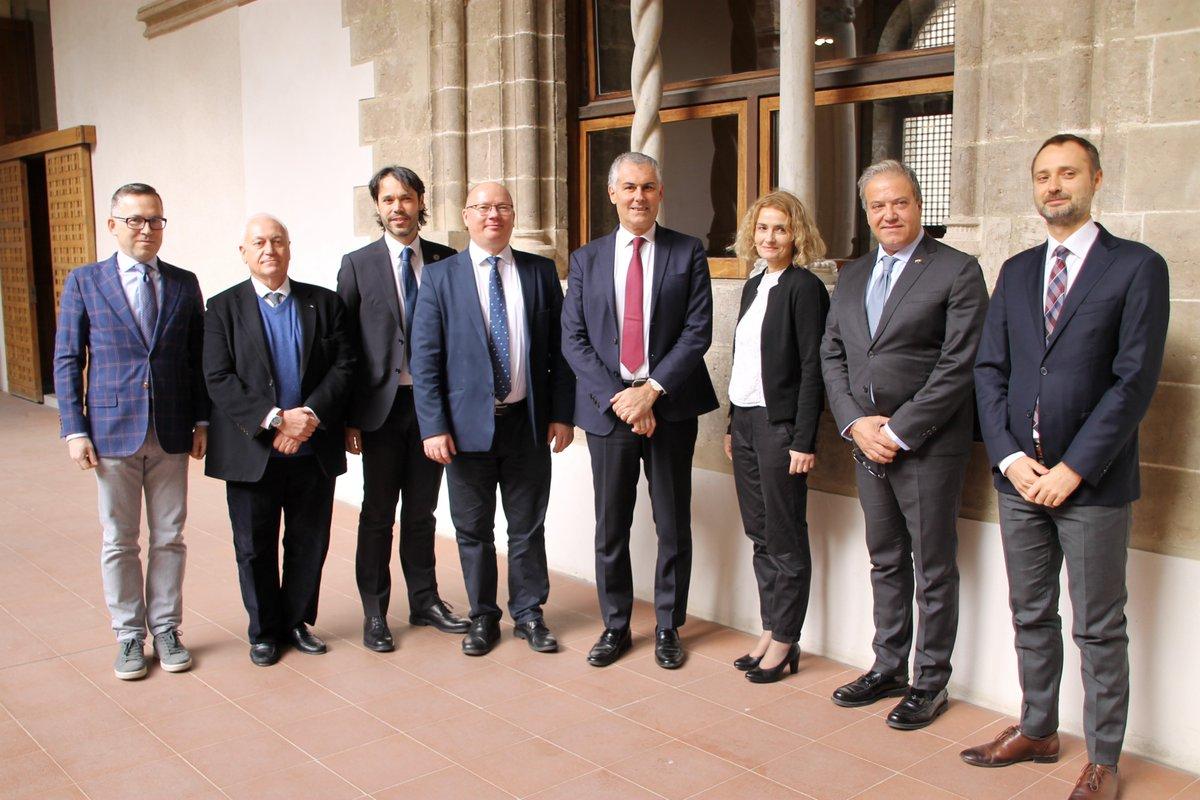 Wspaniałe wiadomości z Palermo. Wczoraj podpisano porozumienie między Politechniką Gdańską i Uniwersytetem Palermitańskim #UniPa ws. wspólnego programu studiów magisterskich. Serdecznie gratulujemy.