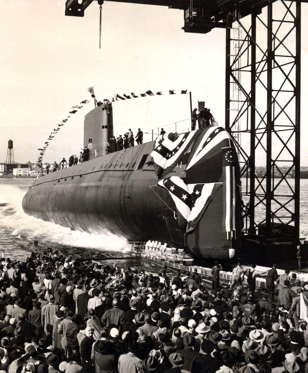 O Nautilus foi formalmente comissionado na Marinha em 30 de setembro de 1954.